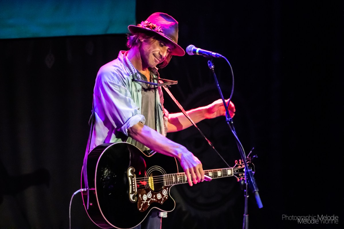 Todd Snider and Chicago Farmer Delight Devotees at The Vogue